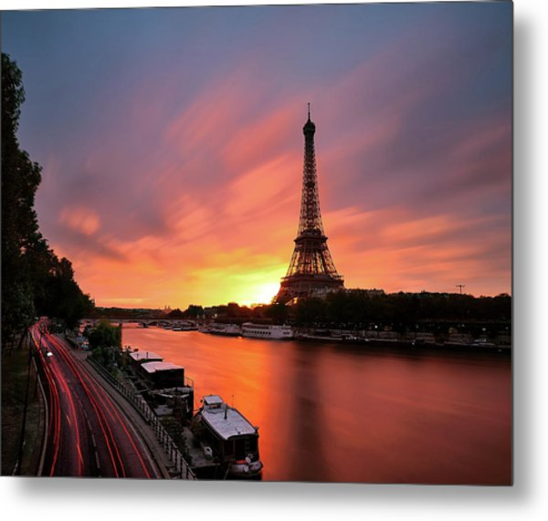 Sunrise At Eiffel Tower Metal Print