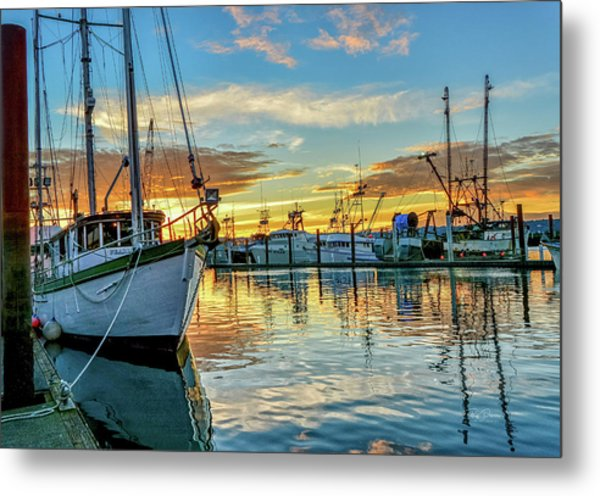 Sunrise On Bay Metal Print