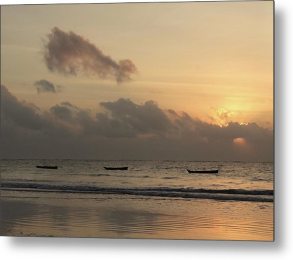 Sunrise On The Beach With Wooden Dhows Metal Print