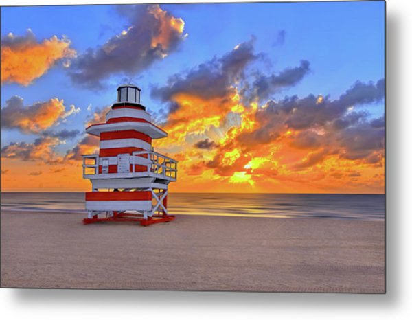 Sunrise Over Lifegaurd Stand On South Miami Beach  Metal Print