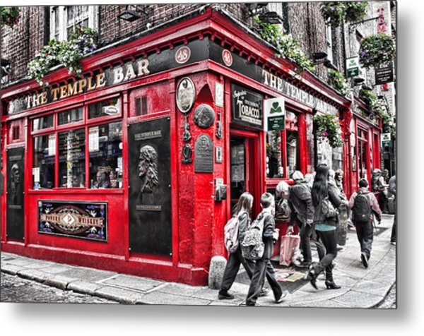 Temple Bar Pub Metal Print