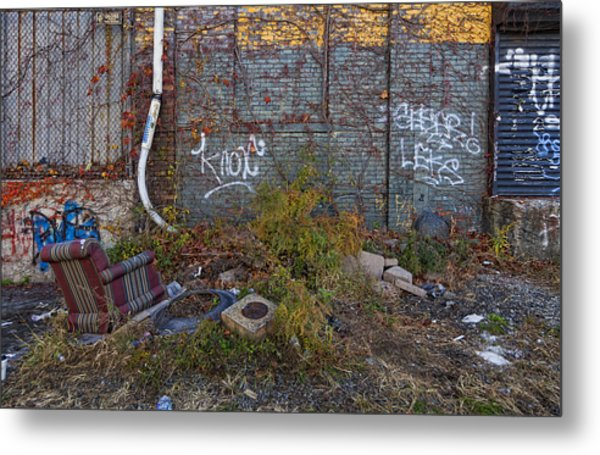 The Hipsters Patio Wiiliamsburg Brooklyn Metal Print by Robert Ullmann