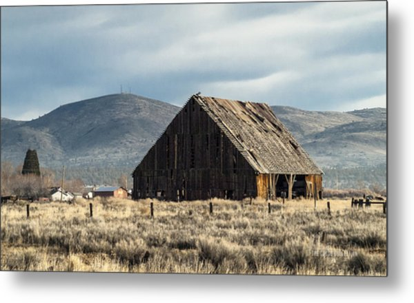 The Old Barn At The Edge Of Town Metal Print