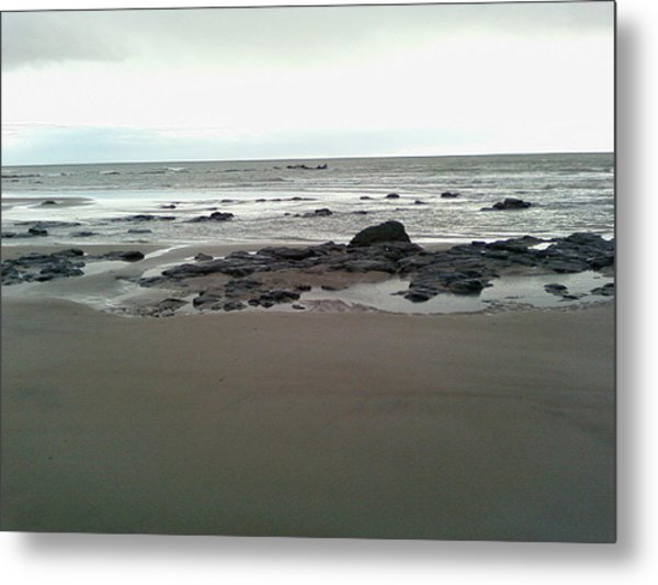 The Silver Sky Ignores The Shipwreck Metal Print