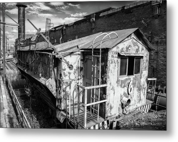 Train 6 In Black And White Metal Print