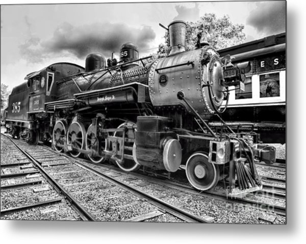 Train - Steam Engine Locomotive 385 In Black And White Metal Print