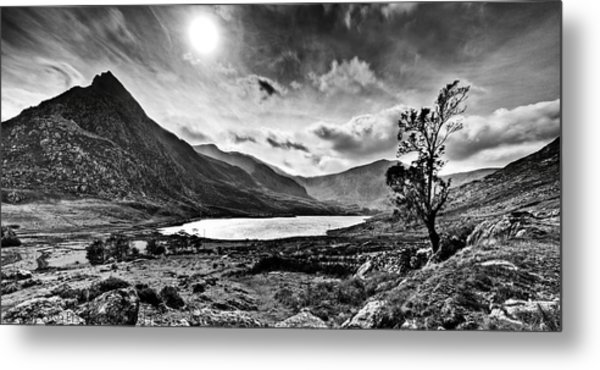 Tryfan And Llyn Ogwen Metal Print