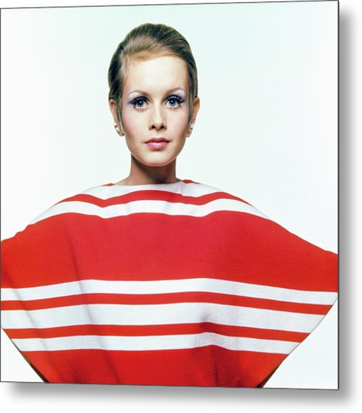 Twiggy In Red Striped Coverup Metal Print by Bert Stern