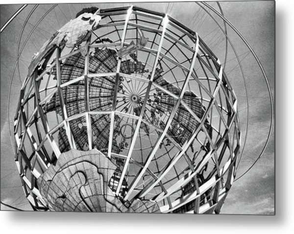 Unisphere In Black And White Metal Print