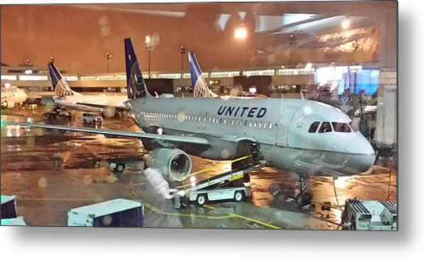 United Airlines A319 At Newark Airport Metal Print