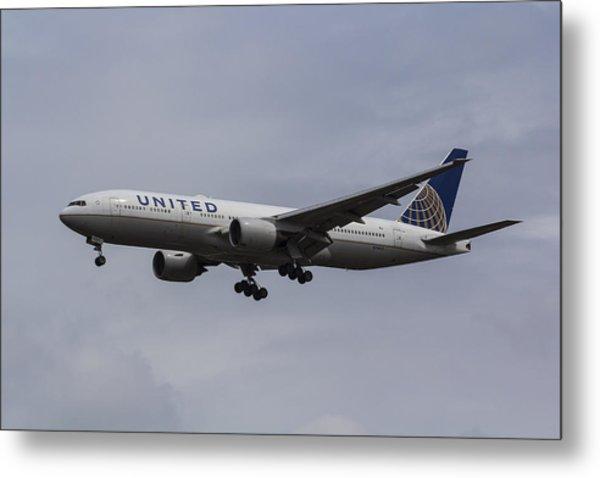 United Airlines Boeing 777 Metal Print