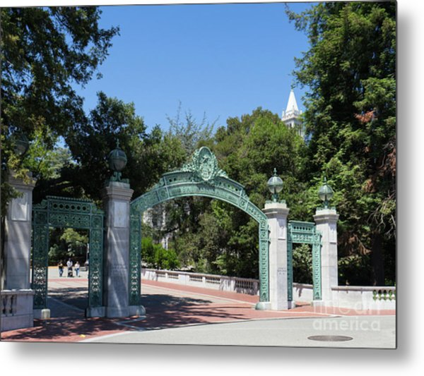 University Of California At Berkeley Sproul Plaza Sather Gate And Sather Tower Campanile Dsc6271 Metal Print