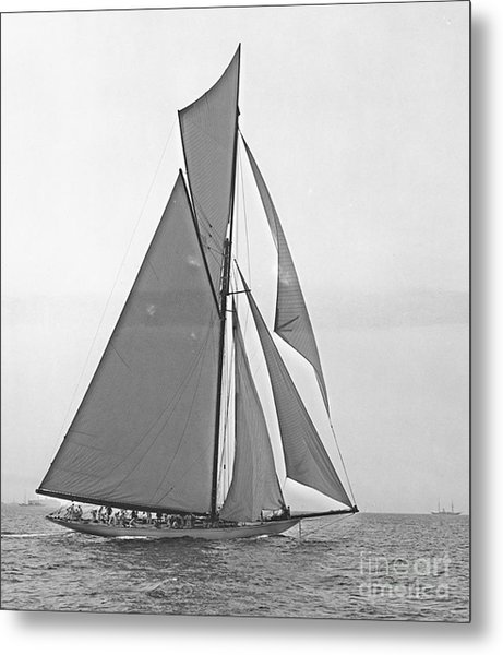 Valkyrie IIi At 2nd Mark Of 2nd Americas Cup Race 1895 Metal Print