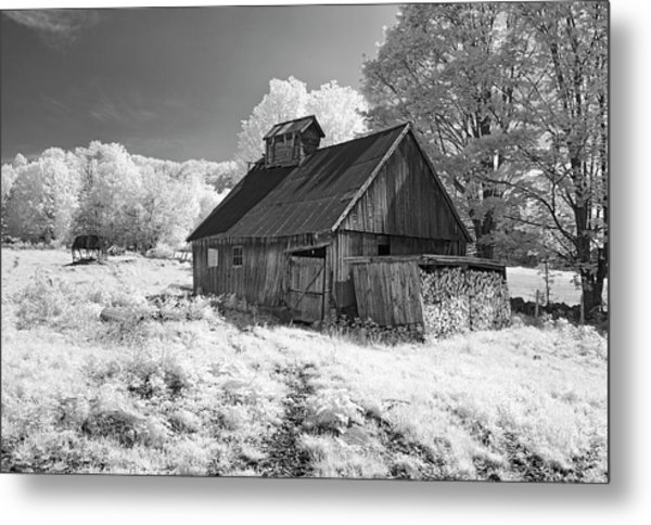Vermont Sugar Shack In Infra Red Metal Print