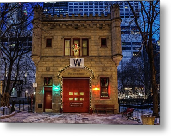 Vintage Chicago Firehouse With Xmas Lights And W Flag Metal Print