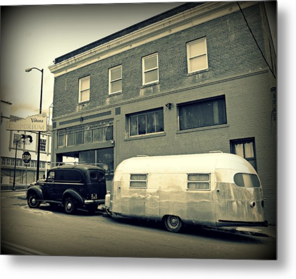 Vintage Trailer In Crockett Metal Print