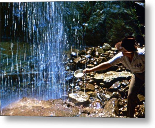 Waterfall Panner Metal Print