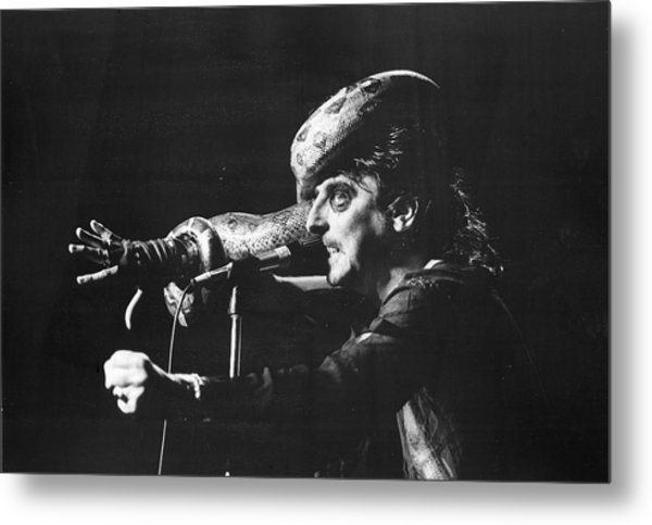 Alice Cooper At Msg Metal Print by Fred W. McDarrah