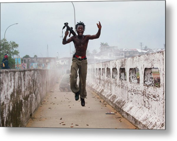 Liberian Government Troops Push Back Metal Print by Chris Hondros