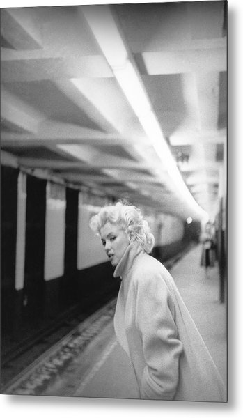 Marilyn In Grand Central Station Metal Print by Michael Ochs Archives