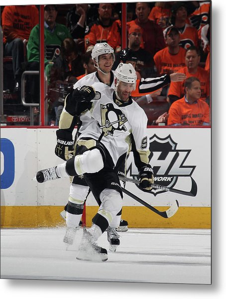 Pittsburgh Penguins V Philadelphia Metal Print by Bruce Bennett