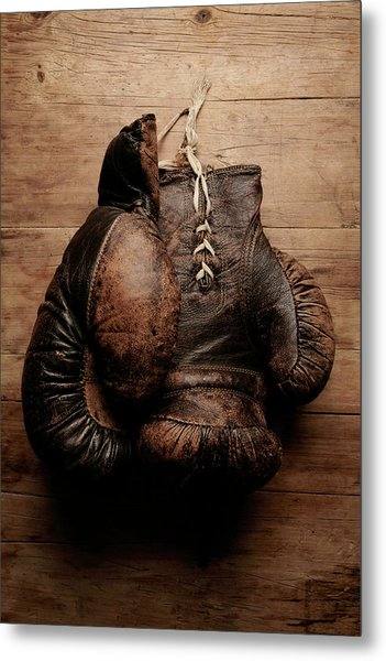 A Pair Of Worn Old Boxing Gloves On Metal Print by The flying dutchman