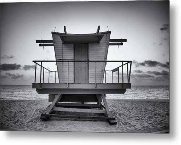 Black And White Lifeguard Stand In Metal Print