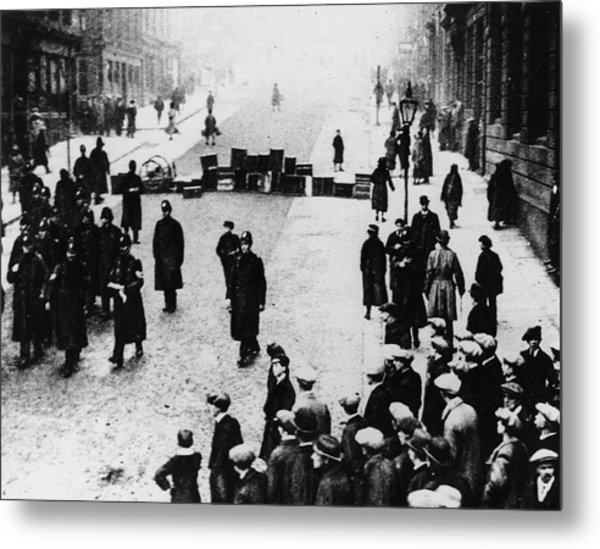 Black Friday Metal Print by Hulton Archive