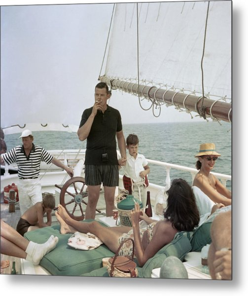 Black Pearl Trippers Metal Print by Slim Aarons