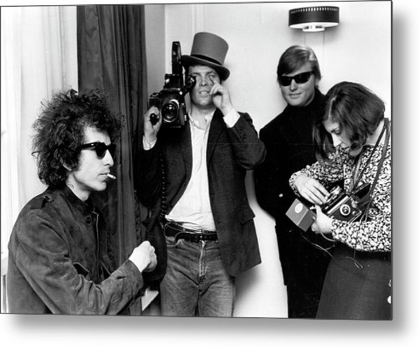 Bob Dylan & D.a. Pennebaker From Dont Metal Print by Michael Ochs Archives