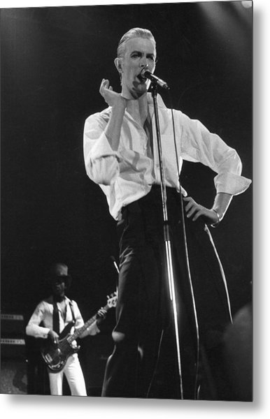 Bowie On Stage Metal Print by Evening Standard