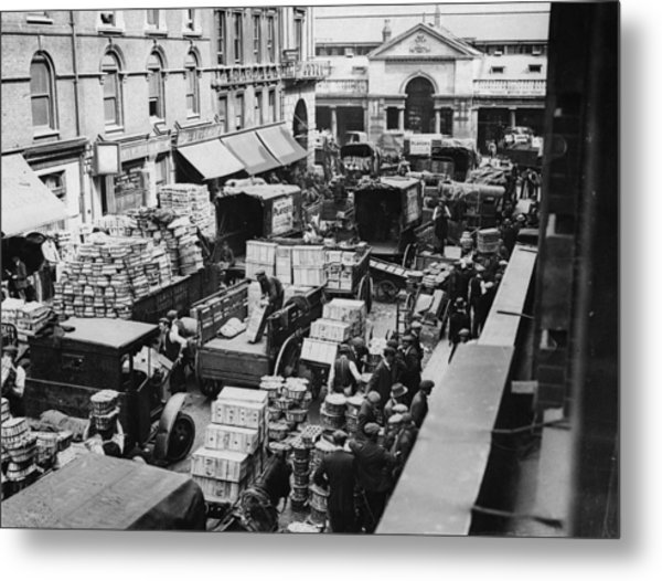 Busy Covent Market, London Metal Print by Fpg