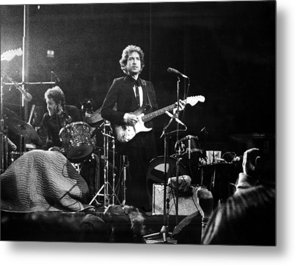Dylan & Helm At Madison Square Garden Metal Print by Fred W. McDarrah