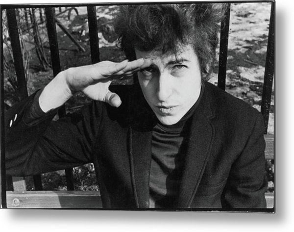 Dylan Salutes In Sheridan Square Park Metal Print by Fred W. McDarrah