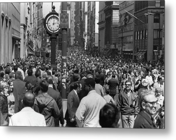 Earth Day On 5th Avenue Metal Print by Fred W. McDarrah