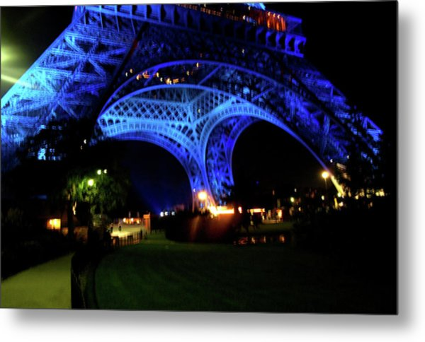 Metal Print featuring the photograph Eiffel Tower by Edward Lee