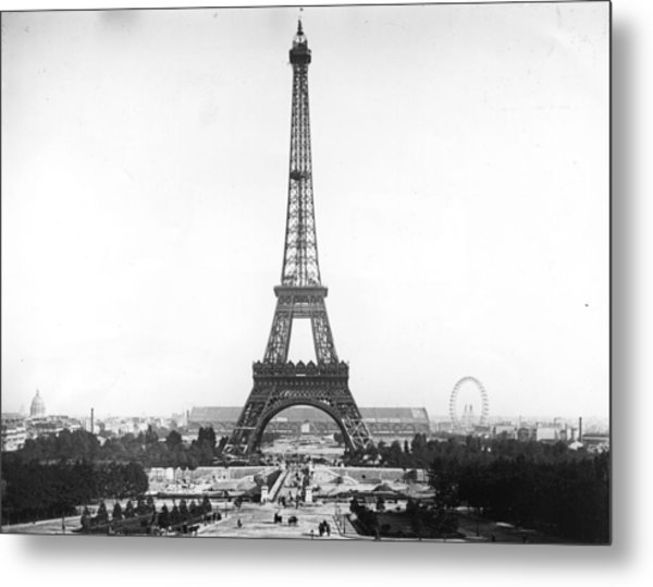 Eiffel Tower Metal Print by Hulton Archive