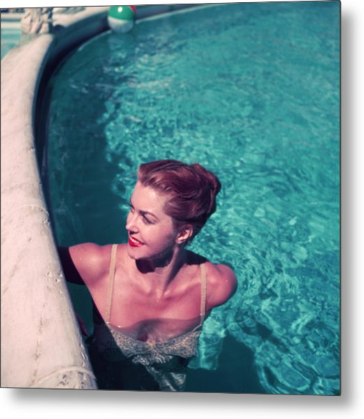 Esther Williams In Pool Metal Print