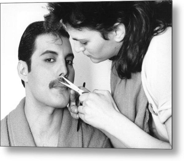 Grooming Freddie Metal Print by Steve Wood