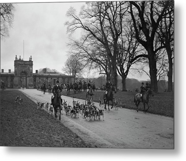 Heythrop Hounds Metal Print by Kirby