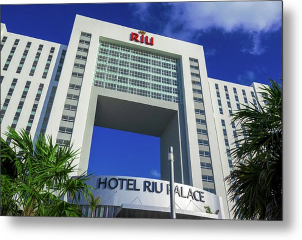Hotel Riu Palace In Cancun Metal Print