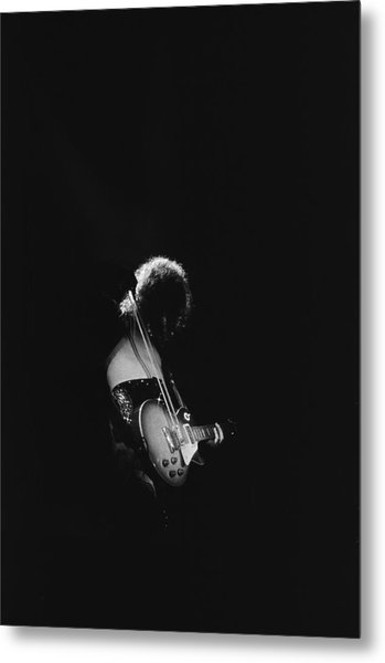 Jimmy Page At The Forum Metal Print by Michael Ochs Archives