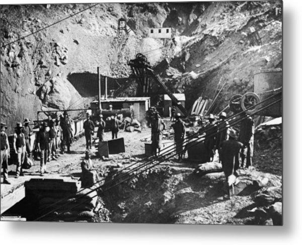 Kimberley Diamond Mine Metal Print by Hulton Archive