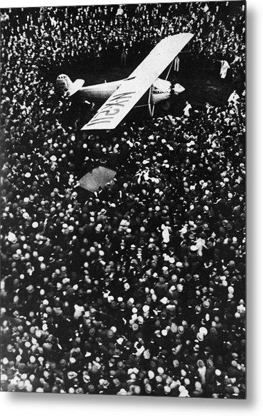 Lindbergh Arrives In Croydon Metal Print by Fpg