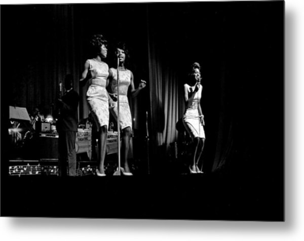 Martha And The Vandellas At The Apollo Metal Print by Michael Ochs Archives