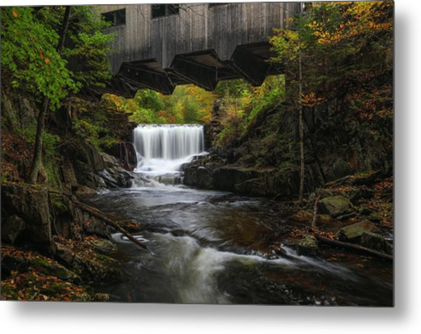 Metal Print featuring the photograph Mill Brook Falls And Bissell Covered Bridge by Juergen Roth