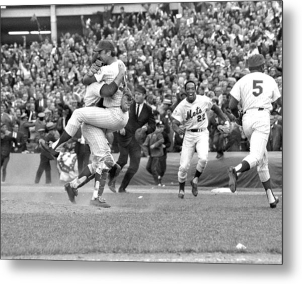 N.y. Mets Defeat The Baltimore Orioles Metal Print by New York Daily News Archive
