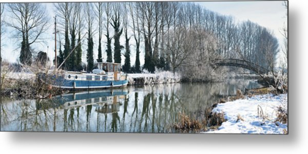 Old House Boat On The River Thames In Winter Metal Print by Tim Gainey