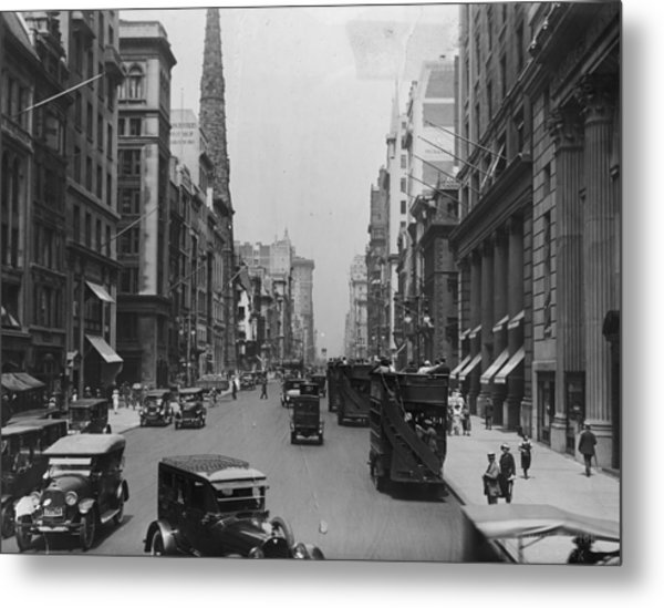 On The Avenue Metal Print by Edwin Levick