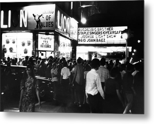 Outside The Fillmore East Metal Print by Fred W. McDarrah